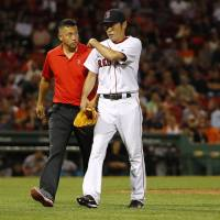 Red Sox reliever Uehara leaves mound with muscle pain
