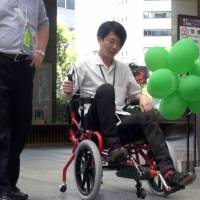 [VIDEO] Cogy: a wheelchair that helps users stand up again