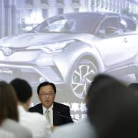 Automakers urge Abe to act after taking ¥500 billion hit from strong yen