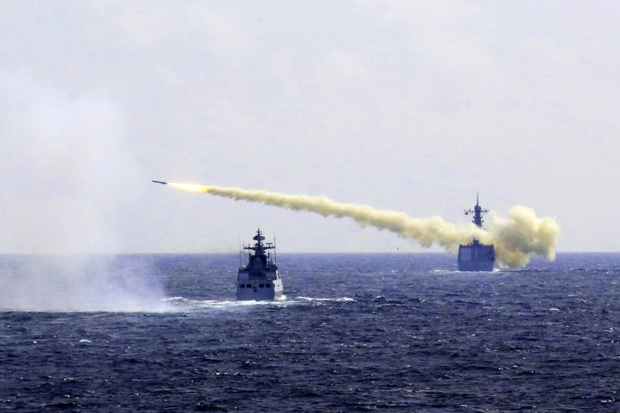 Chinese Navy holds live-fire drills in East China Sea
