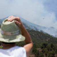 La Palma forest fire prompts 500 more to evacuate
