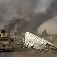 Fleeing Islamic State torching oil wells as Iraq forces close in on Mosul
