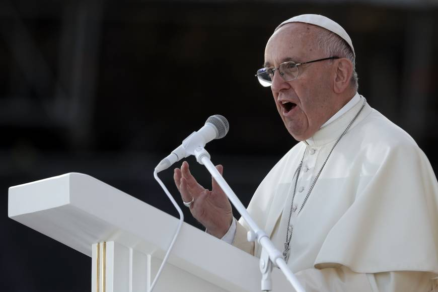 Pope forms panel to study women's role in early Christianity, hits teaching of gender as a choice