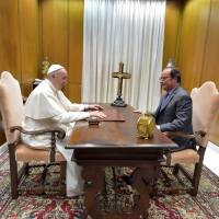 Hollande meets pope after priest's slaying, to 'discuss religious freedom'