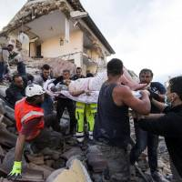 Renzi faces challenges over economy following deadly quake