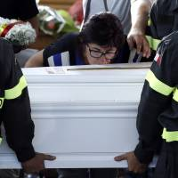Italy buries victims of devastating earthquake