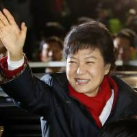 South Korean lawmakers defy president with visit to China