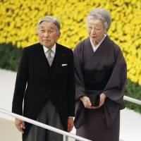 Emperor expresses 'deep remorse' for war on 71st anniversary of surrender; Abe does not