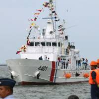 The BRP Tubbataha, the first of 10 patrol vessels provided by Japan, arrives at Manila port on Thursday to be assigned to the Philippine coast guard. | KYODO