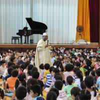 As part of the 'One School, One Country' project, elementary and junior high school students from 69 Yokohama schools learned about the culture, history and ways of life of 38 African countries during TICAD V.