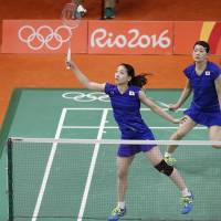 Matsumoto, Takahashi advance to women's badminton doubles final