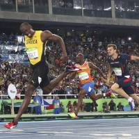 Bolt blasts to third straight Olympic gold in 200 meters