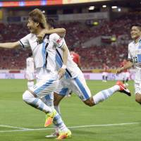 Frontale reclaim second-stage top spot with pivotal victory over Reds