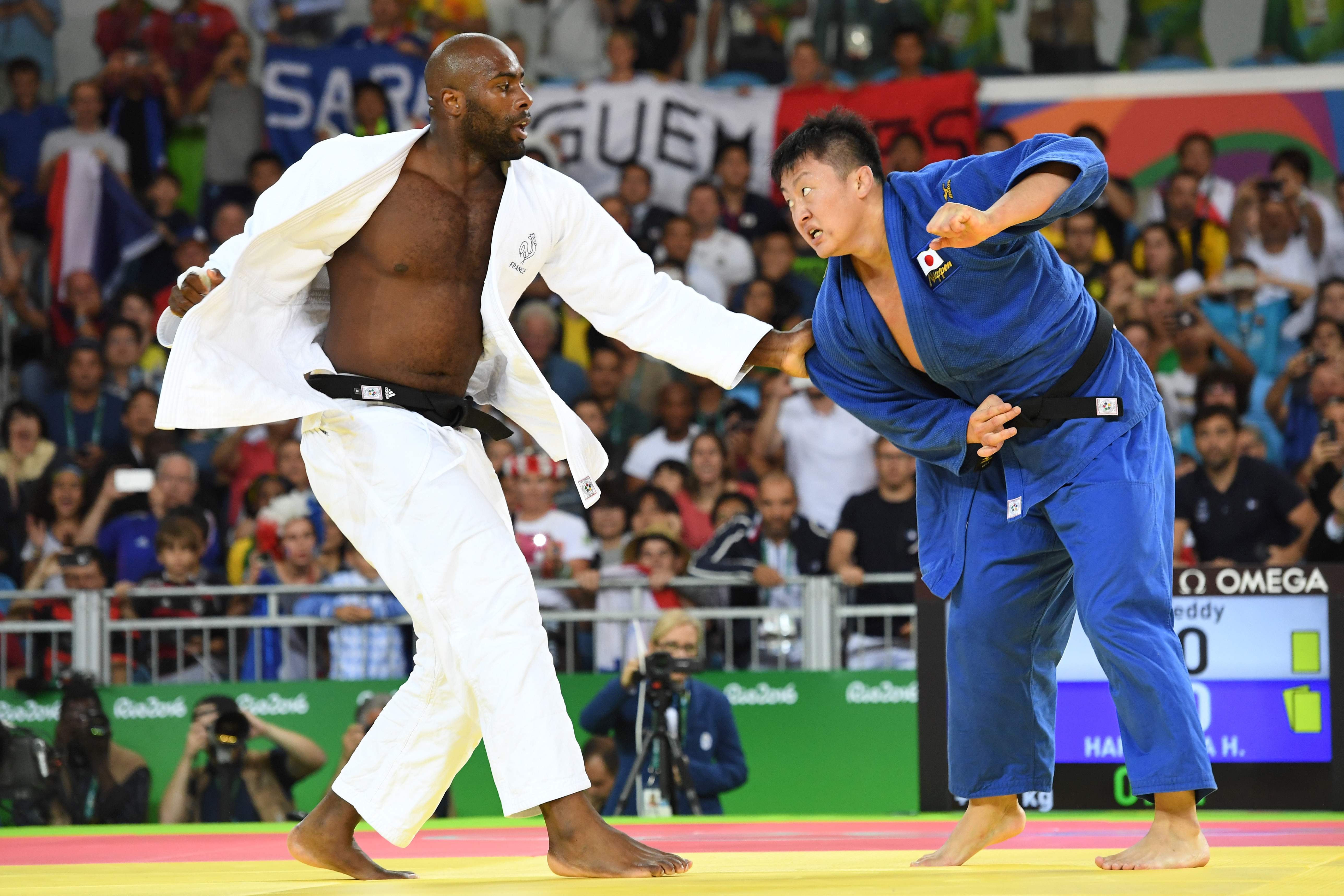 France's Teddy Riner (left) competes with Japan's Hisayoshi Harasawa during their men's oer 100 kg judo contest gold medal match of the Rio 2016 Olympic Games in Rio de Janeiro on Friday. | AFP-JIJI