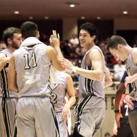 George Washington's Yuta Watanabe (second from right) speaks with his teammates during a timeout in the Colonials' exhibition against the Japan men's national team on August 16. | KAZ NAGATSUKA