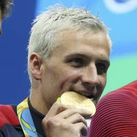 Rio cops seek to quiz cabby over robbery by apparent police of U.S. swimmer Lochte, teammates
