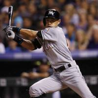 Ichiro reaches 2,999 hits with infield single