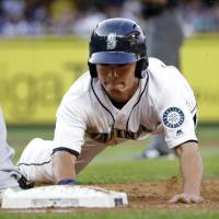 Hernandez, Aoki help carry M's past Brewers