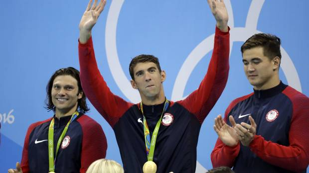 Phelps signs off with 23rd gold as U.S. wins 4x100 medley relay