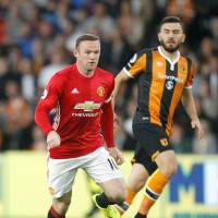 Allardyce retains Rooney as captain