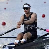 New Zealand's Mahe Drysdale rows during the men's single sculls quarterfinals on the Rodrigo de Freitas Lagoon during the Rio Olympics in Rio de Janeiro on Tuesday. | AFP-JIJI