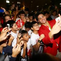 Schooling returns to jubilant scene in Singapore after beating Phelps