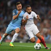 Man City cruises into Champions League in Hart's farewell