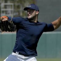 Tebow shows skills in MLB workout
