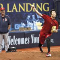 Uehara has first bullpen session since injury