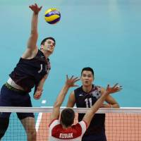 U.S. routs Poland, books semifinal with Italy