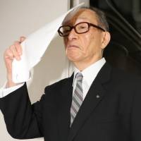Shosuke Idemitsu, the scion of Idemitsu Kosan Co.'s founding family, heads for a board meeting of its museum and fund in Tokyo on Sept. 3. | KYODO