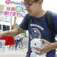 IPhone 7, boasting FeliCa-friendly payment tech, attracts lines and pre-orders