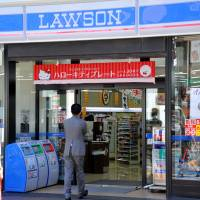 Mitsubishi Corp. is considering raising its stake in Lawson Inc. to make it a subsidiary. | YOSHIAKI MIURA