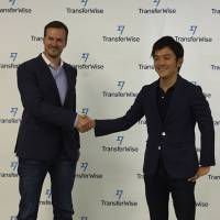 TransferWise Ltd. CEO Taavet Hinrikus (left) shakes hand with Kazuma Ochi, who heads the Japan office, during a news conference Sept. 7 in Tokyo. | KAZUAKI NAGATA