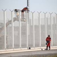 Britain to start building wall against illegal migrants in Calais