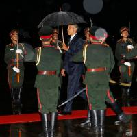 Obama meets Laotian leader in first U.S. presidential visit