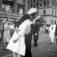 Woman in famous Times Square WWII kiss photograph dies at age 92
