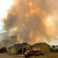 Heat wave causes California wildfire to worsen, threatening homes