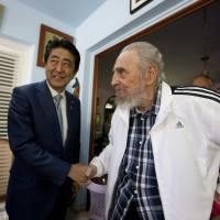 Abe, Fidel Castro agree to a world without nuclear weapons