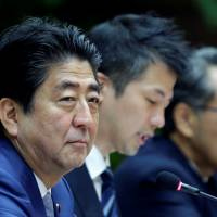 Prime Minister Shinzo Abe attends a meeting in Havana on Thursday. | REUTERS