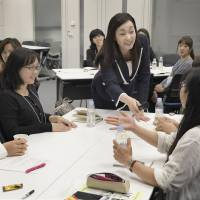 Speech training expert Kaori Yano (standing) addresses a seminar on presentation skills in Tokyo on Sept. 10. | KYODO