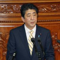 Abe goes toe-to-toe over TPP as Diet debate heats up