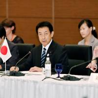 Health minister Yasuhisa Shiozaki addresses his counterparts from the Group of Seven industrialized countries at their meeting in Kobe on Sunday. | KYODO