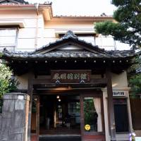 Homeikan, a 'ryokan' inn located near the main gate of the University of Tokyo, is one of the few remaining wooden structures from the Meiji Era in the Hongo area in Bunkyo Ward.   SATOKO KAWASAKI