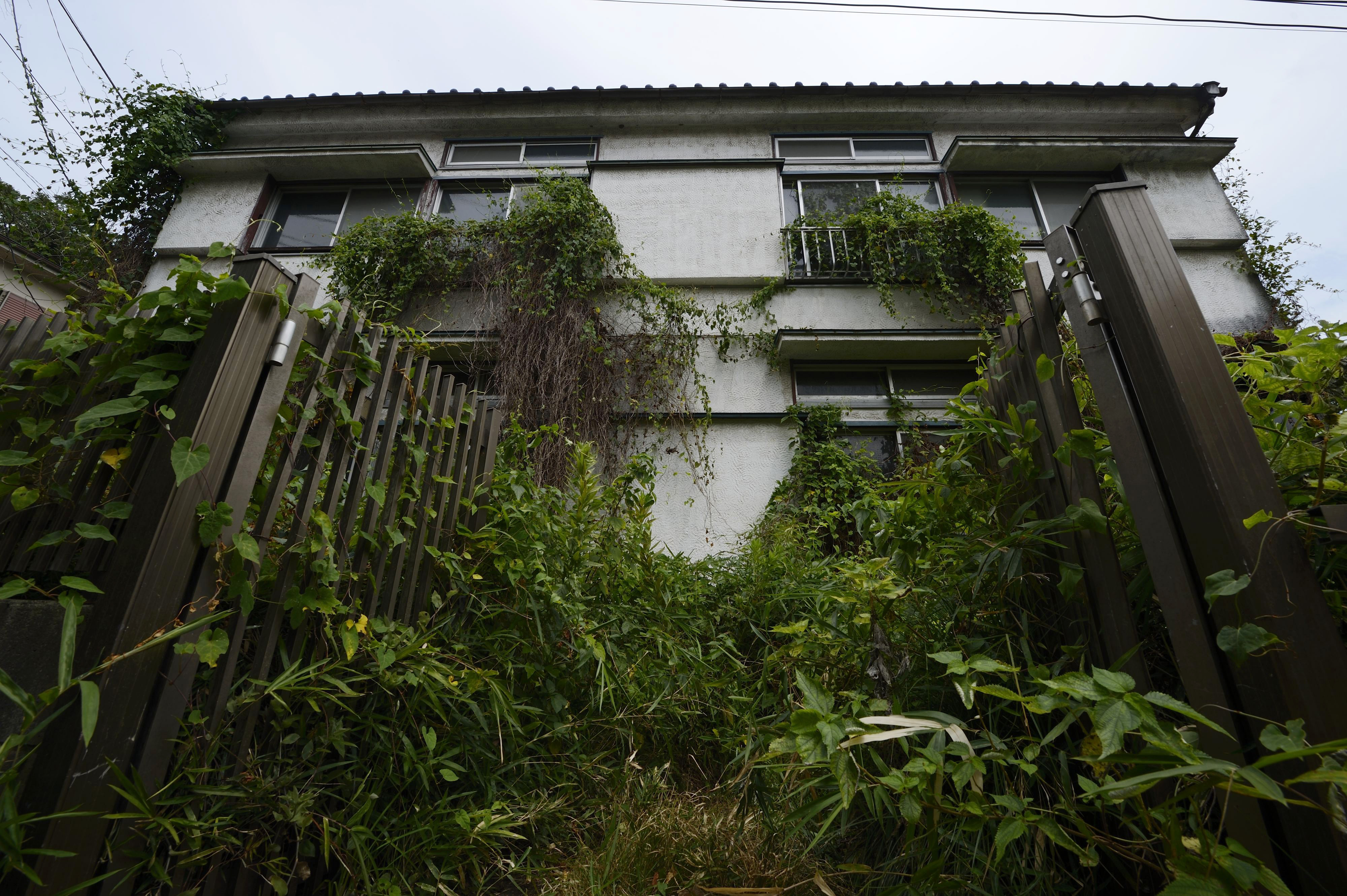 Prefectures like Hyogo — and even cities like Kyoto and Nara — are taking steps to reduce the number of vacant houses there, including through financial assistance. | BLOOMBERG