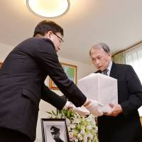 Otaru kin receive remains of Japanese killed in fierce post-surrender Kuril battle in 1945