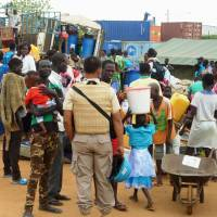 Civilian evacuees gather at a U.N. peacekeeping facility in Juba on Aug. 24. Ground Self-Defense Force elements are located at the site.   KYODO