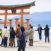 Number of foreign visitors to Japan sets August record of 2.04 million