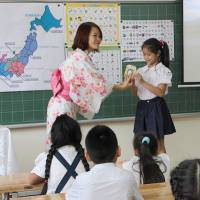 Vietnamese elementary schools launch Japanese language classes