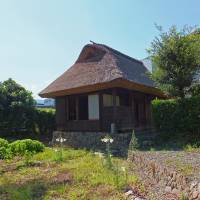 Simple living: The Shizuoka <em>hanare</em> (outhouse) that writer Kansuke Naka lived in for 18 months after leaving Tokyo. | AYAKO NASUNO